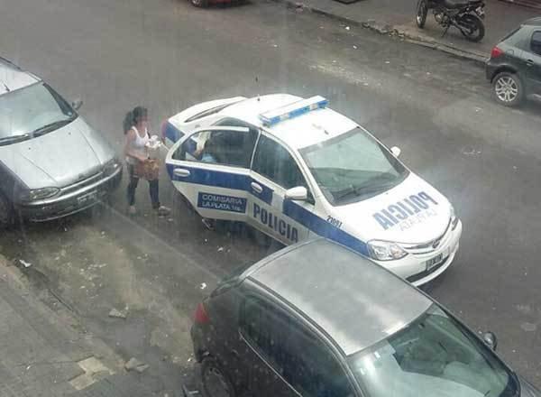 """Imputaron al responsable del móvil policial que hizo un """"delivery"""" en el Centro"""