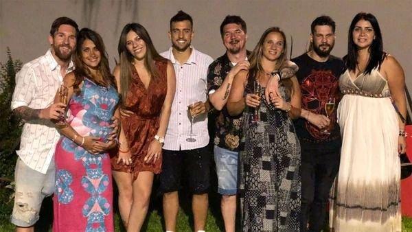 Gigante: Antonela Rocuzzo mostró su panza en el festejo de Año Nuevo