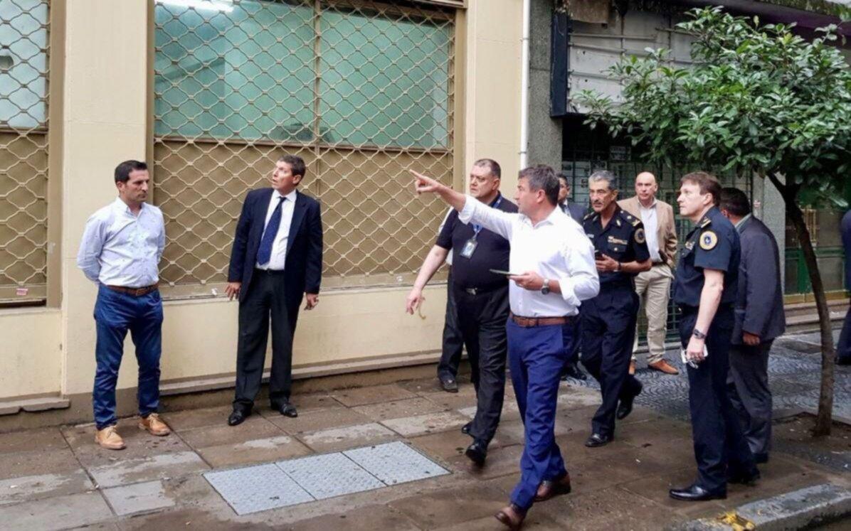 Hallaron dos artefactos explosivos frente al departamento central de la Policía Federal