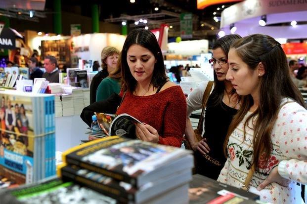 Los adolescentes y los libros: el 90 % lee al menos uno por año