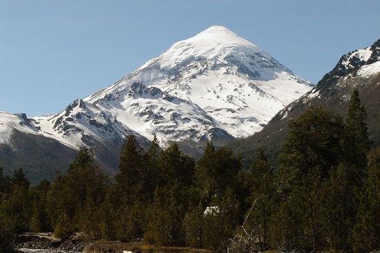 Se mantiene el alerta amarillo por el volcán Lanín