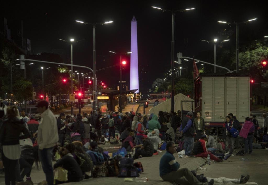 Sindicalistas y piqueteros ponen a prueba al Gobierno