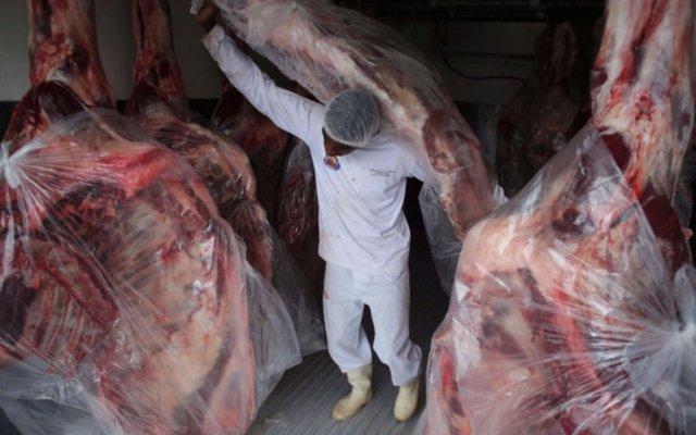 Escándalo en Brasil: usaban químicos para disimular olor a carne podrida