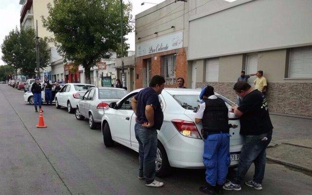 Secuestran cinco remises durante operativos simultáneos