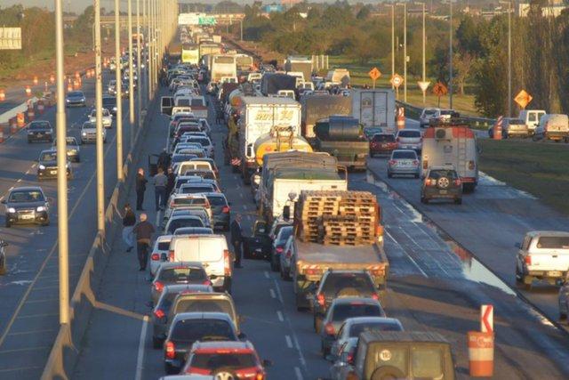 Autopista: licitan el tercer carril Hudson-La Plata