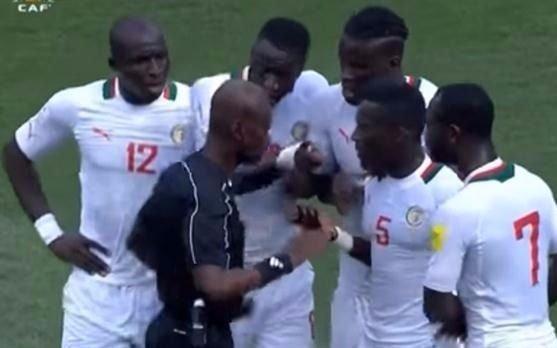 Tarjeta roja: la FIFA expulsó de por vida a un árbitro por un polémico penal