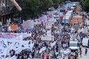"""Multitudinaria marcha docente en Plaza de Mayo: """"Los maestros no nos arrodillamos"""""""