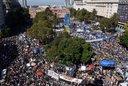 Una multitud asistió a Plaza de Mayo al cumplirse 41 años del Golpe de Estado
