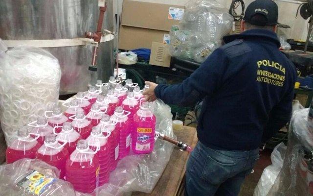 VIDEO: revelan el proceso que usaban falsificadores de productos de limpieza y aceite