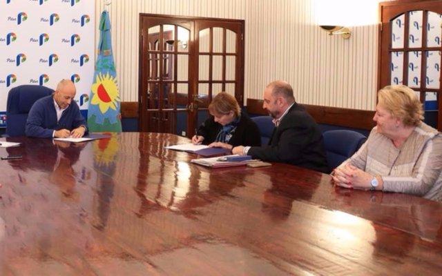Ducoté firmó acuerdos por capacitación profesional gratuita