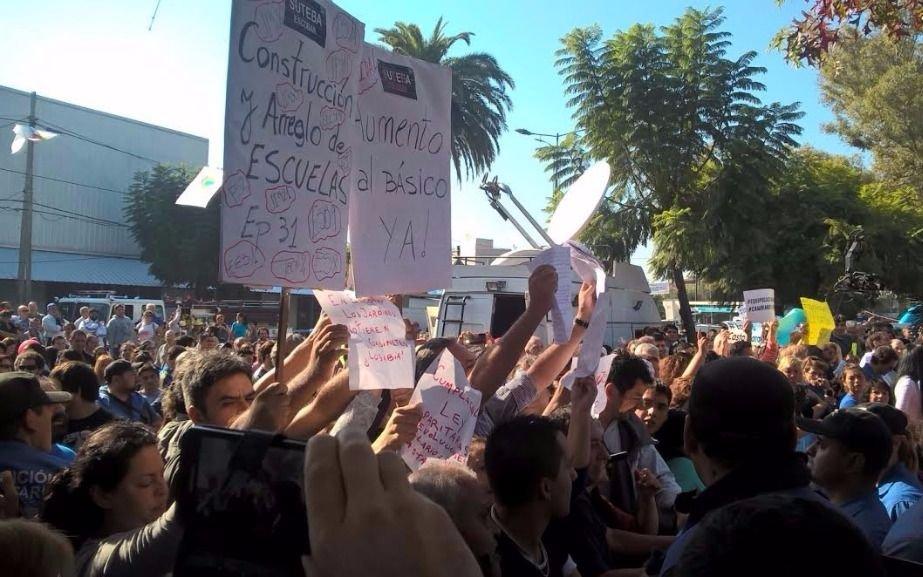 Vidal afrontó una protesta de docentes en un acto en Escobar