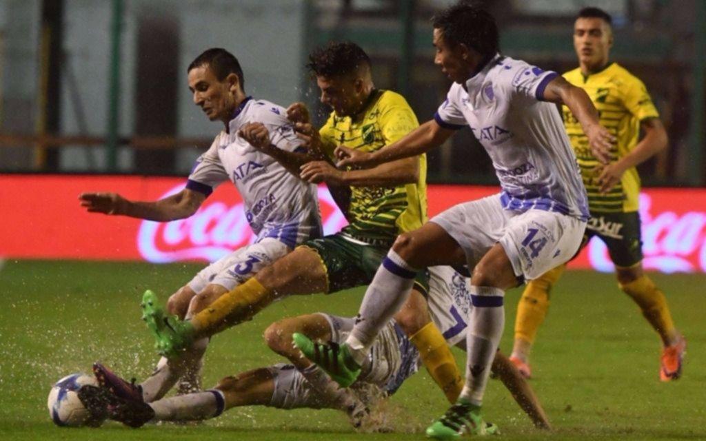 Godoy Cruz y Defensa empataron bajo una lluvia torrencial