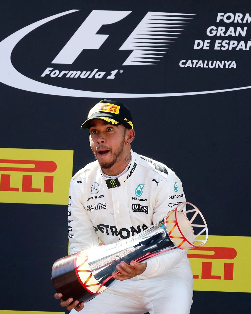 Hamilton se impone en España