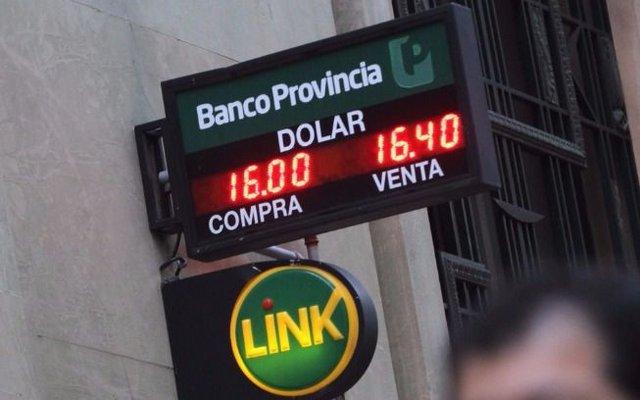 Tras el temblor de ayer, sube la Bolsa y el que baja es el dólar