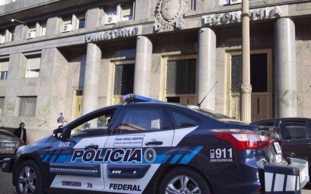 Bonadío ordenó allanamientos en Finanzas, Anses, la CNV y 4 empresas privadas