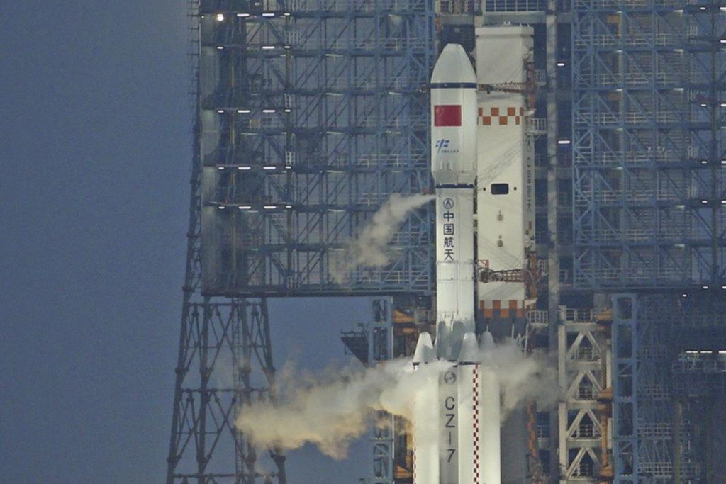 Astronautas de EE.UU. preparan reparación de emergencia de Estación Espacial