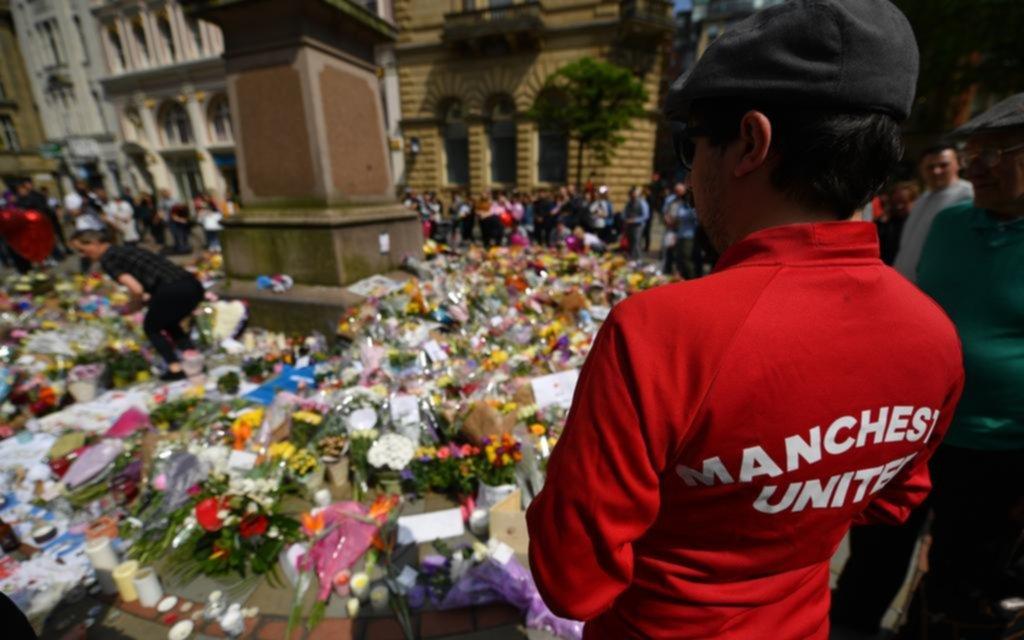 Ariana Grande ofrece pagar el funeral de las víctimas del Mánchester Arena
