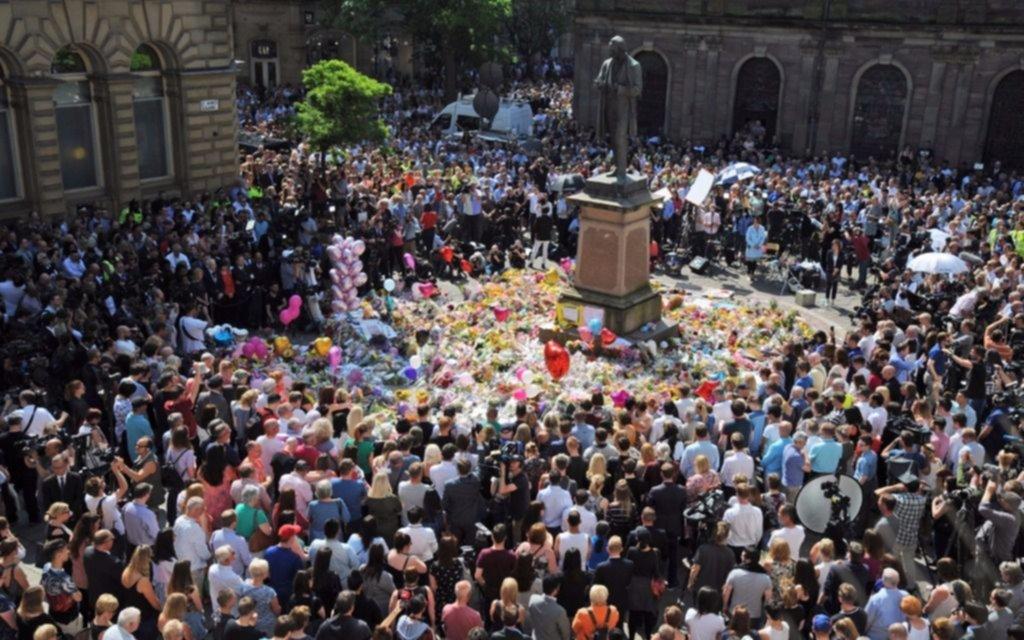 En toda Gran Bretaña rindieron homenaje a las víctimas de Manchester