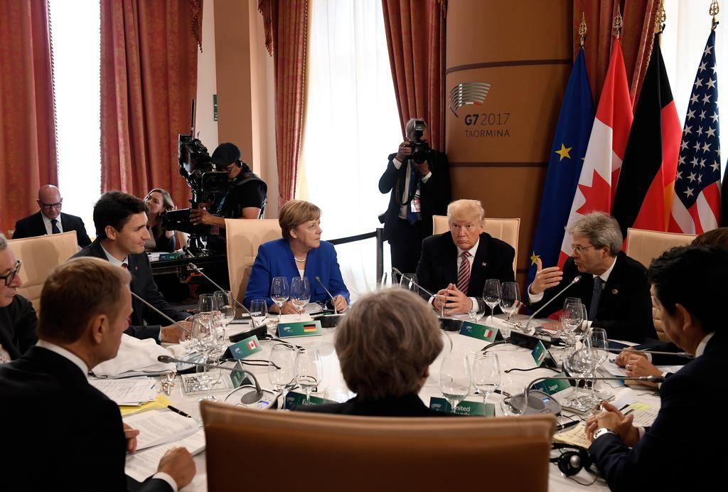 Merkel resignada a que UE marche separada de EE.UU
