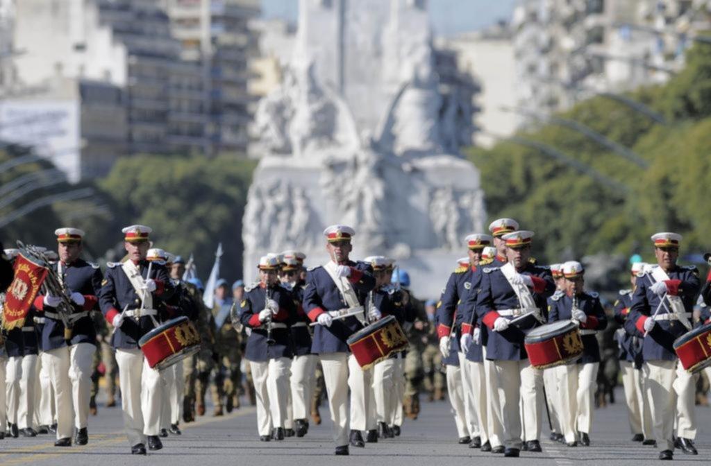 Desfile militar y cortes de calles en Buenos Aires