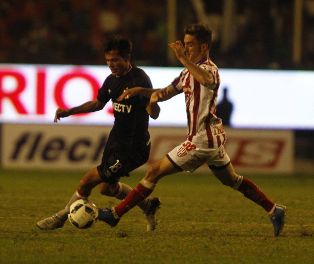 Estudiantes derrota 2 a 0 a Unión en el estadio de Quilmes
