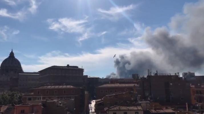 Alerta en Roma: Explosión y densa nube de humo cerca del Vaticano