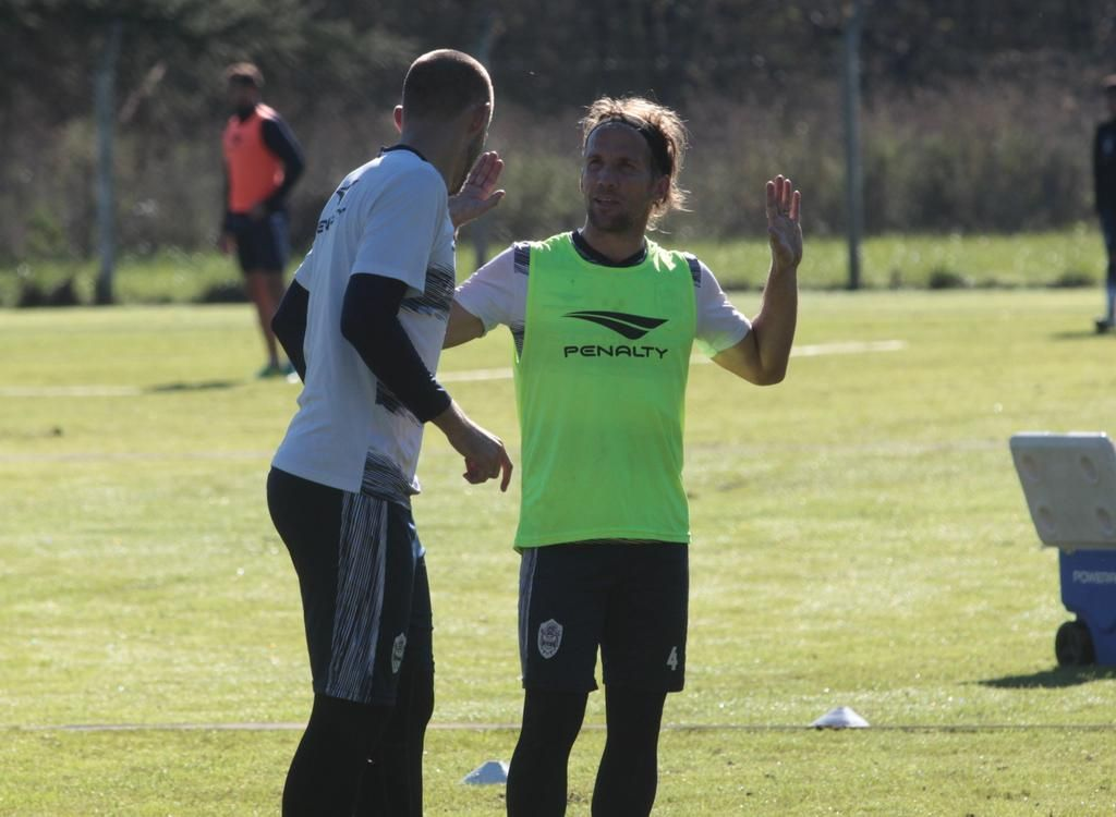 Banfield sacó ventaja con Gimnasia y se acercó a Boca