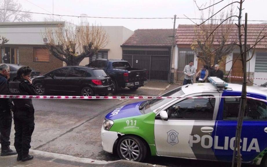 Una mujer policía fue baleada en la cabeza por delincuentes