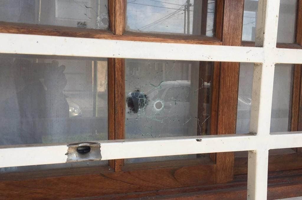 Le balearon la casa a un sindicalista de La Plata