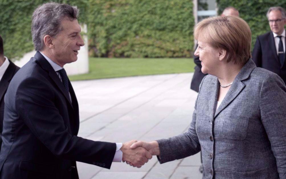 Merkel felicitó a Macri por el