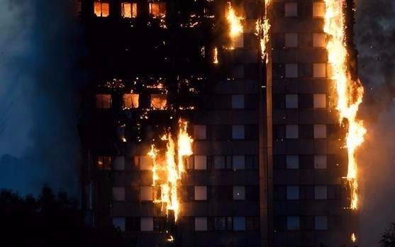 Londres: afirman que el revestimiento de la  torre incendiada estaba prohibido