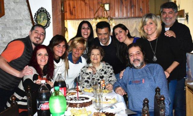 """Coqueta y feliz, """"Martita"""" cantó los 105"""