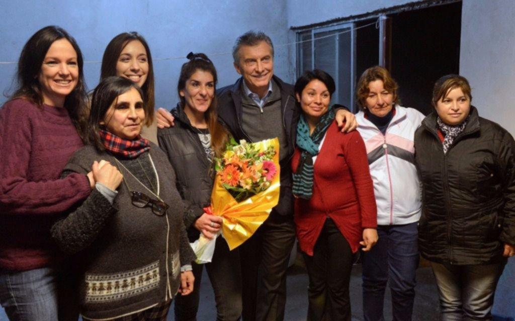De campaña: Macri se mostró con Vidal tomando mate en el Conurbano