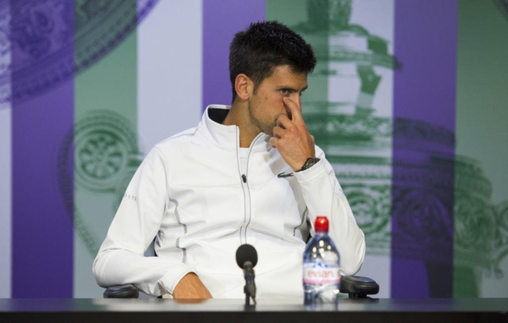 TENIS-Djokovic y Federer avanzan cómodamente a octavos de final en Wimbledon