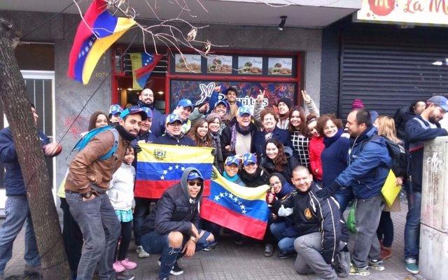 En La Plata unos 500 venezolanos  participaron de la consulta popular