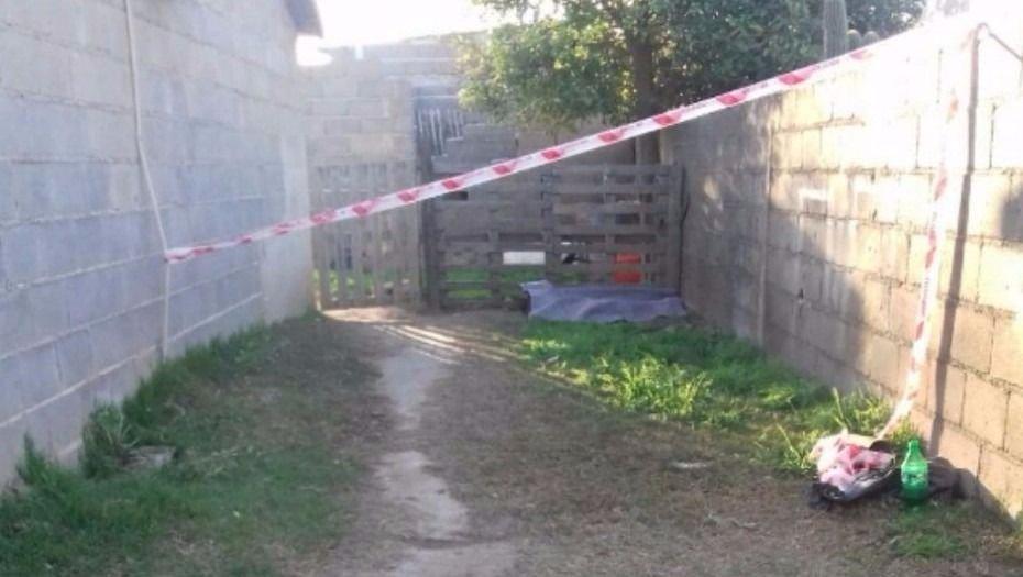 Encontraron el cadáver de una nena en el fondo de una casa