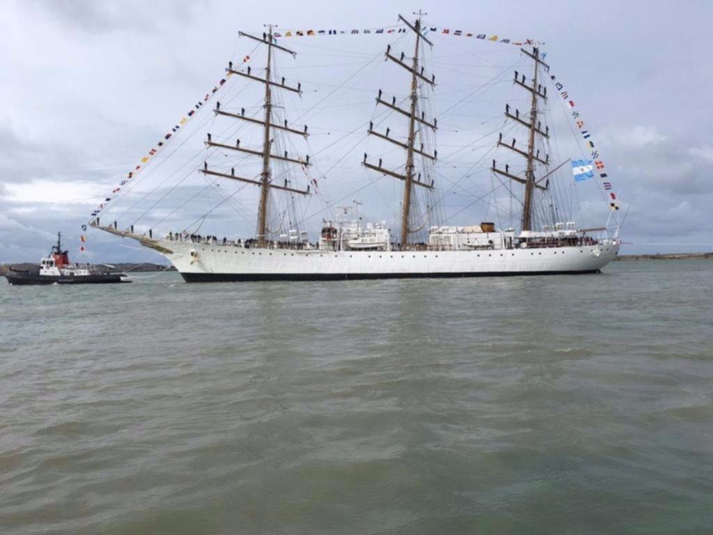 La Fragata Libertad llega al puerto británico de Southampton