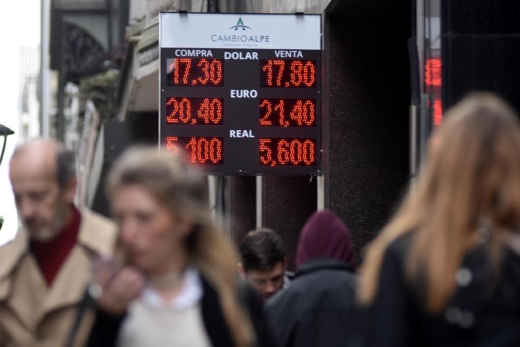 El dólar cedió pero la incertidumbre no afloja