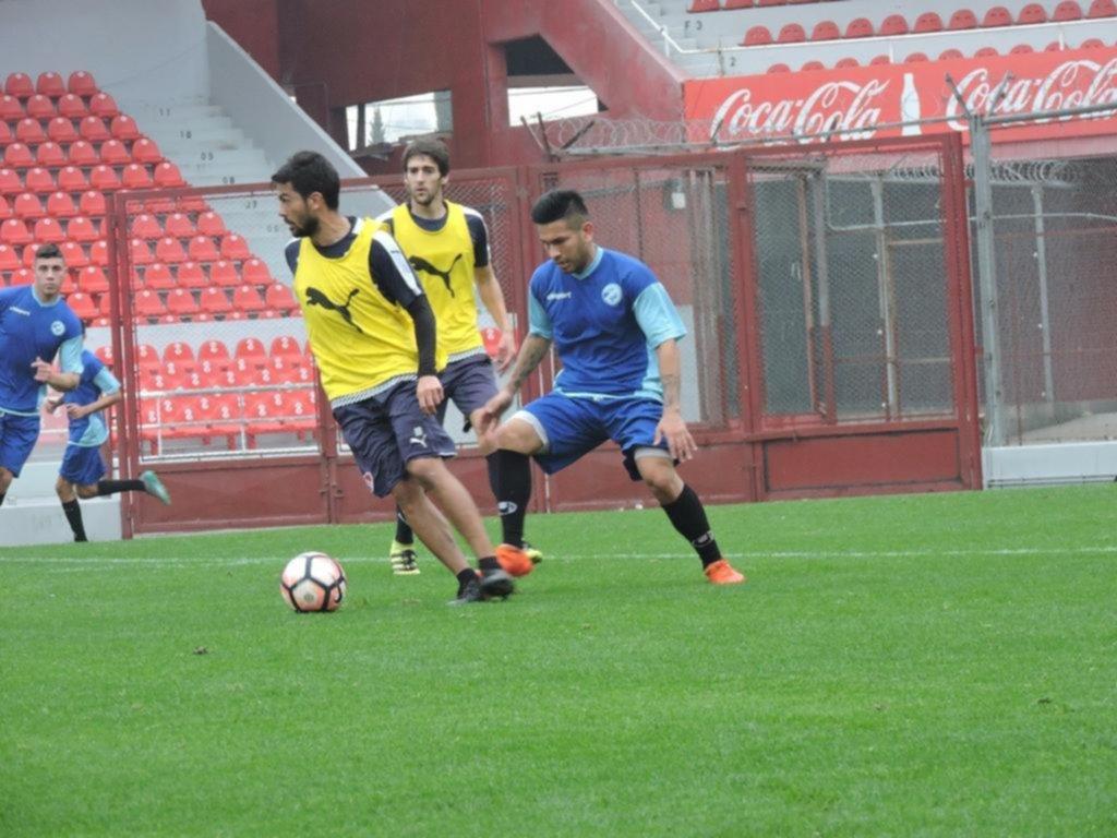 Independiente goleó a San Carlos, con el debut de Amorebieta