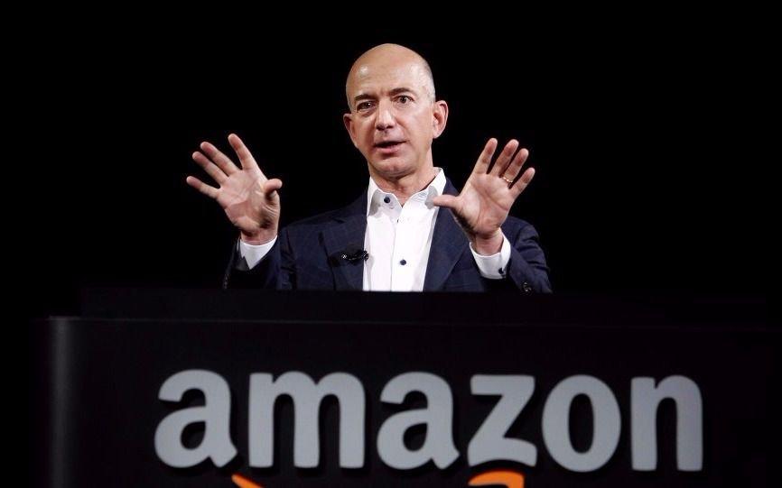 El hombre más rico del mundo es el fundador de Amazon, según Forbes