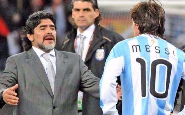 Para una revista inglesa, Maradona es mejor que Messi
