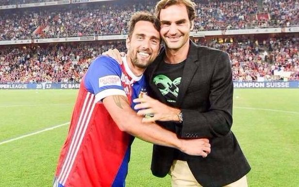Federer homenajeó a su futbolista argentino preferido — Sorpresa y media