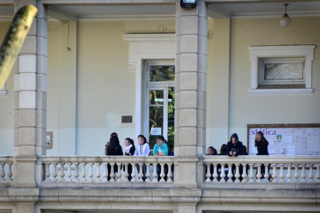 Estudiante intentó suicidarse de un disparo ante sus compañeros — Colegio Nacional
