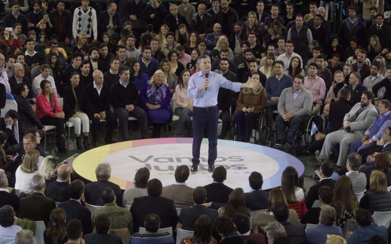 Macri, Massa y CFK cierran sus campañas en distintos puntos del país