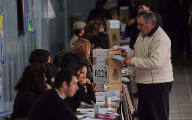 Unos 33 millones de argentinos votarán mañana por cuarta vez en primarias