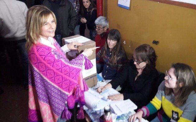 Emitió su voto Florencia Saintout, precandita a diputada provincial