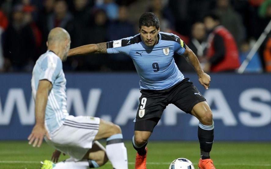 Se lesionó el uruguayo Suárez y no estará frente a Argentina