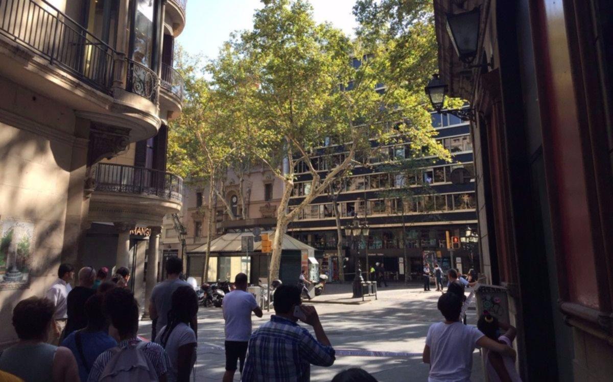 Arrollamiento masivo en la Rambla de Barcelona deja a varias personas heridas