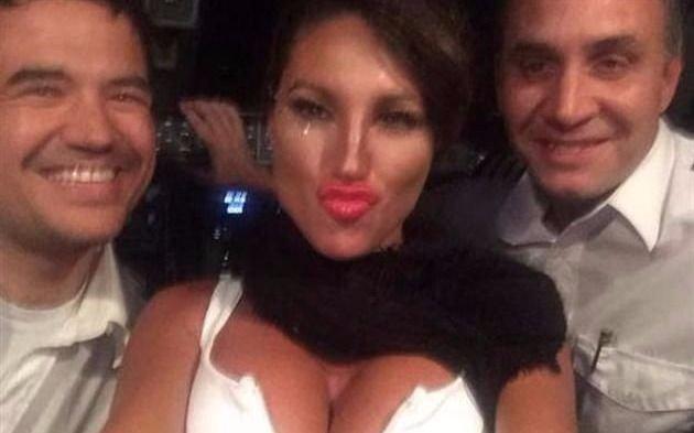 Vicky Xipolitakis se vistió con dólares como acto solidario