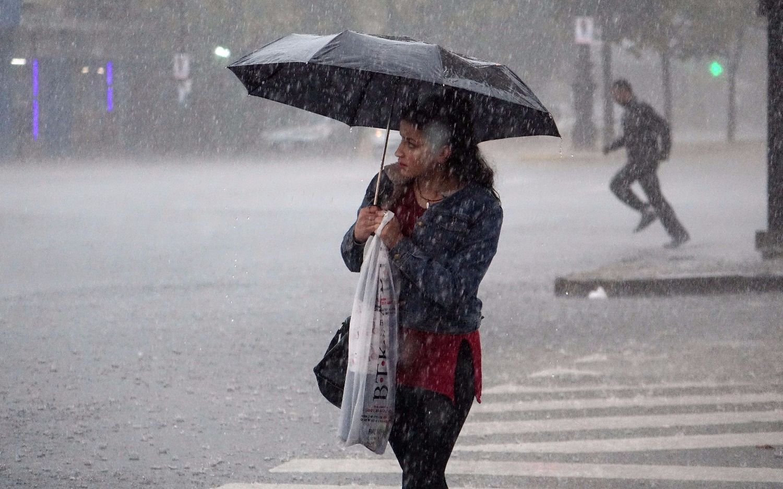 Pronostican un viernes nublado con probabilidad de lluvias y tormentas